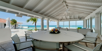 A beautiful beachfront villa with 2 bedrooms, swimming pool and jacuzzi!