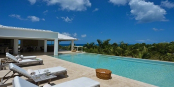 A spacious, modern Caribbean villa with 2 bedrooms, swimming pool and panoramic views!
