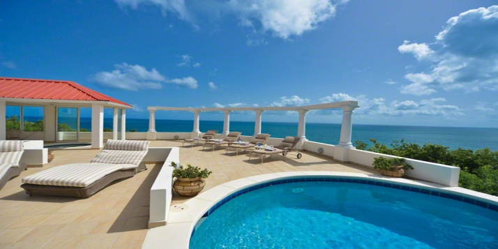 A brand new villa with 4 bedrooms, 4 bathrooms, swimming pool and stunning views of Baie Rouge!