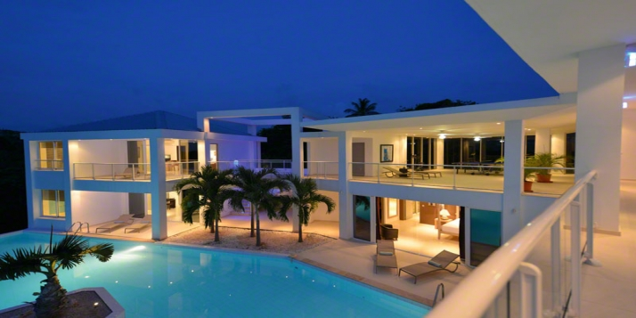 A beautiful 4 bedroom villa built on 2 levels with 2 swimming pools and magnificent sunset views!