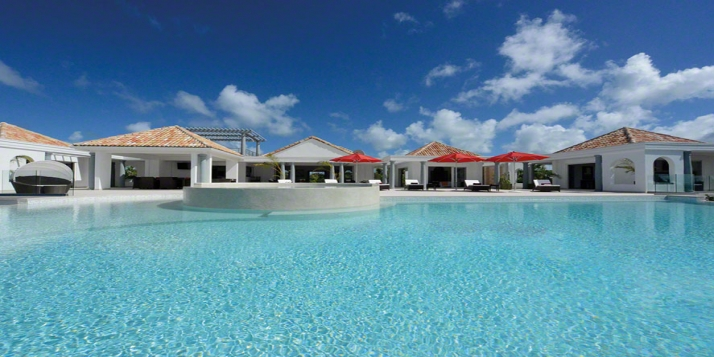 A new 3 bedroom, 3 bathroom villa with giant infinity half-moon pool and stunning views!