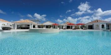 A new 3 bedroom, 3 bathroom villa with giant infinity half-moon pool and stunning views!