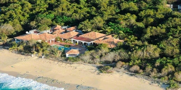 A beautiful, spacious 3 bedroom villa with swimming pool directly on a sublime sandy beach!