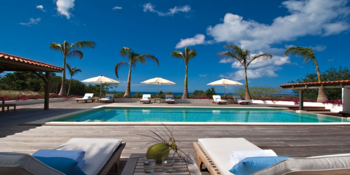 A fantastic island-style design villa with 4 bedrooms, swimming pools and stunning ocean views!