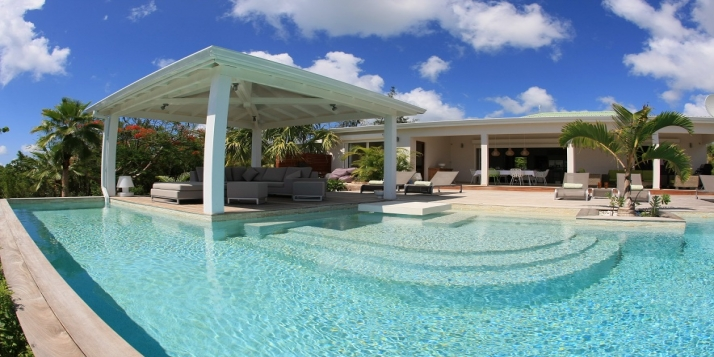 A spacious and elegant 3 bedroom villa with large swimming pool overlooking the Caribbean Sea.