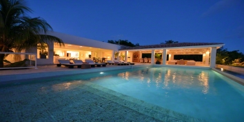 An absolutely dazzling 3 bedroom villa with swimming pool and a superb open view to the Caribbean Sea!