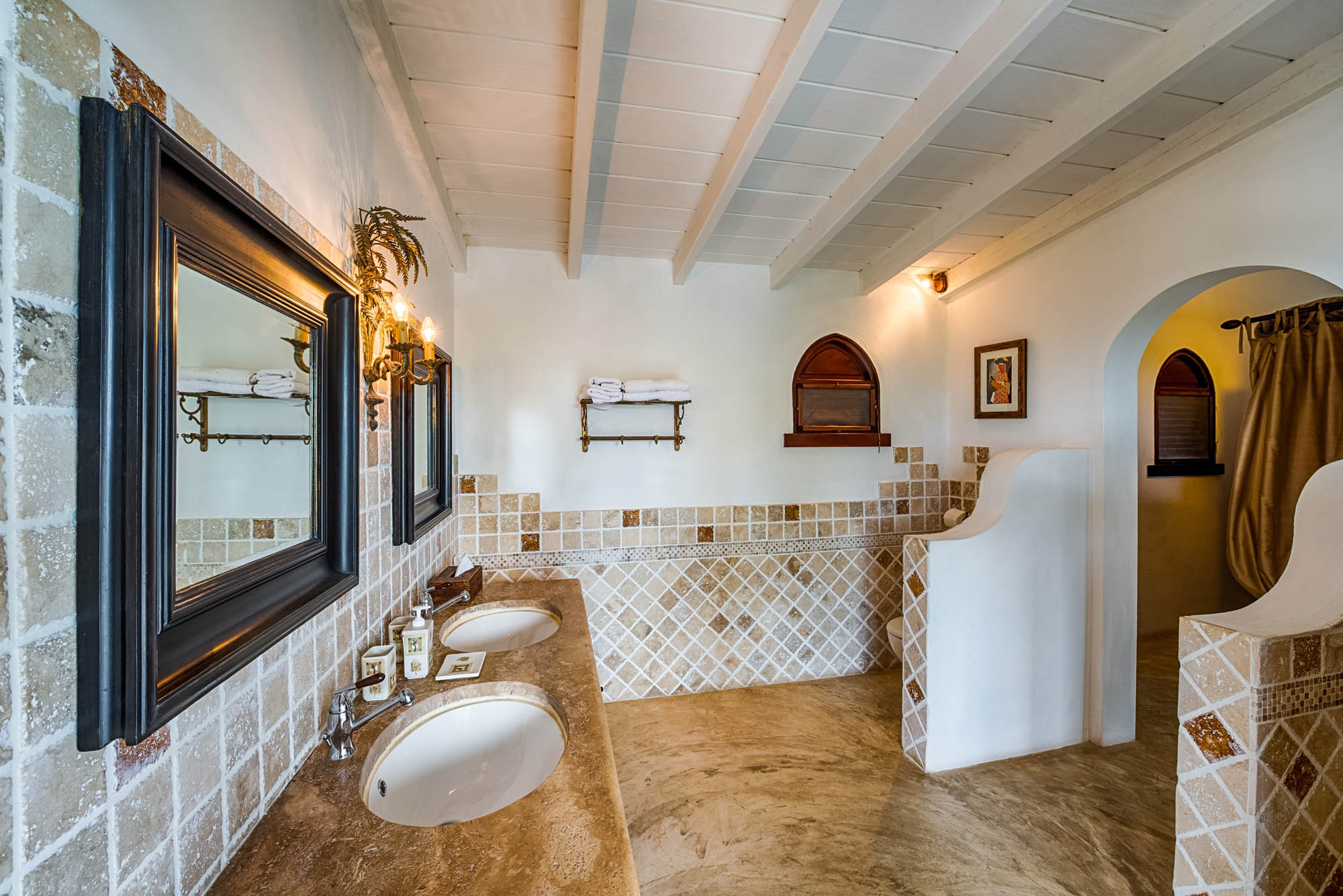 This Terres-Basses luxury villa rental offers private bathrooms for every bedroom suite.