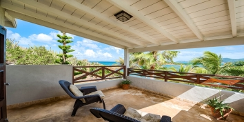 Feel the fresh breeze of the Caribbeans while you are overlooking the beauty of Baie aux Cayes, Saint Martin.