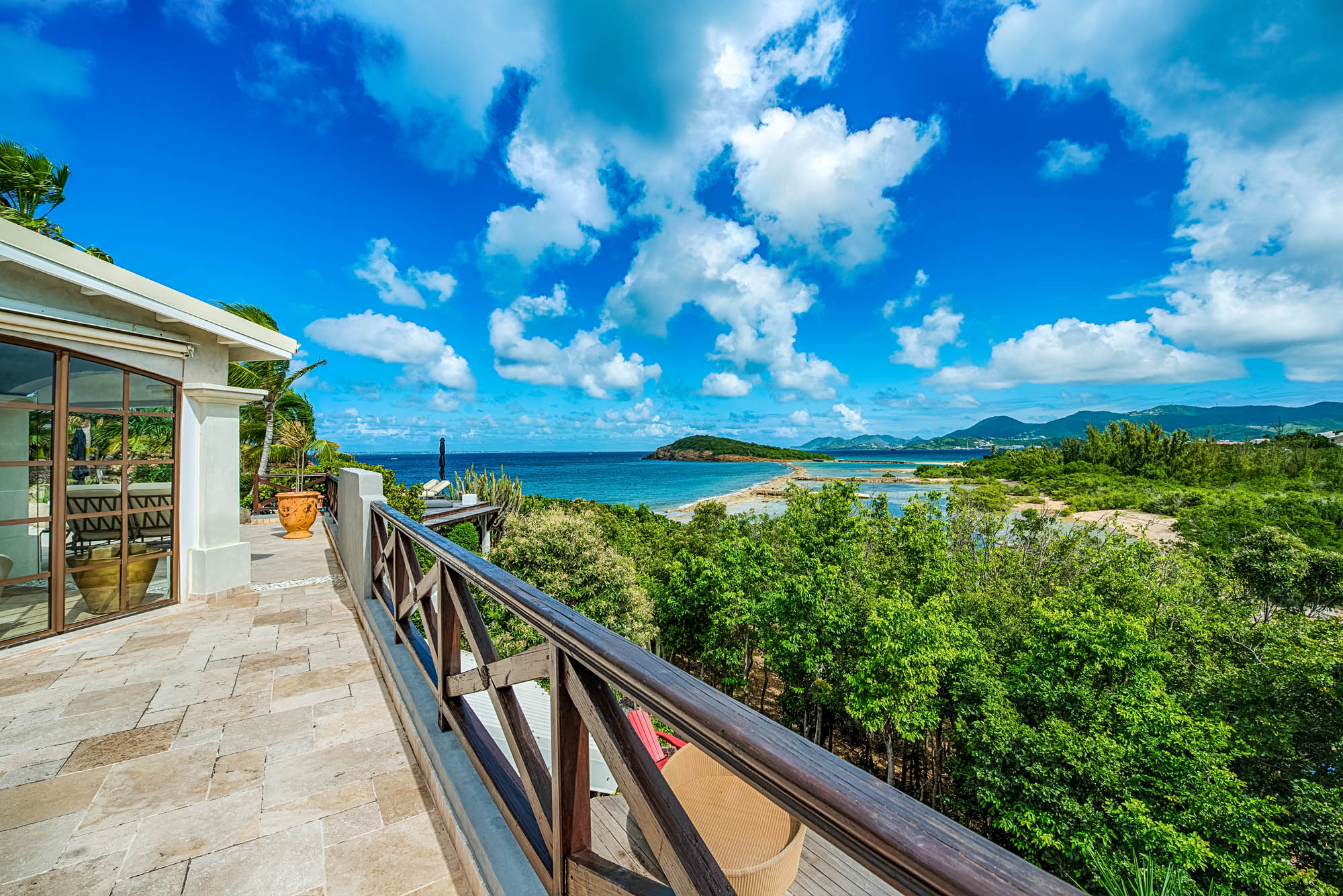 Le Mas des Sables, Baie aux Cayes, Terres-Basses, offers spectacular ocean views.