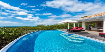 A very open, brand new, 2 bedroom villa with swimming pool and great views of Long Bay (Baie Longue)!