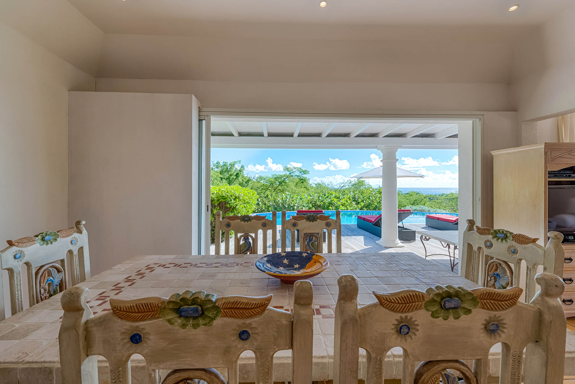Prepare some cocktails and enjoy Caribbean life at Villa Little Provence, Baie Longue, Terres-Basses, Saint Martin, Caribbean.