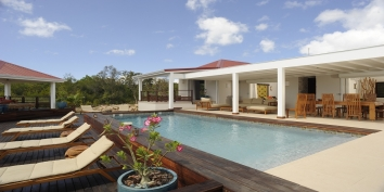 A spacious and elegant 3 bedroom, 3 bathroom villa with private swimming pool overlooking the Caribbean Sea!