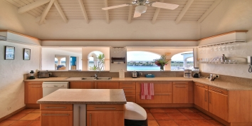 The kitchen is fully equipped for your family vacation on Saint Martin.