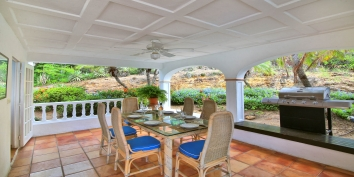 The outdoor dining area of this Saint Martin holiday villa rental.