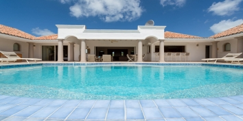 La Bastide is a beautiful 4 bedroom villa offering privacy and an elegant atmosphere with its swimming pools, mosaic tiled bathrooms, stylish furnishings and magnificent views of Long Bay!