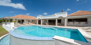 One of the genrous swimming pools of this Terres-Basses holiday villa rental.