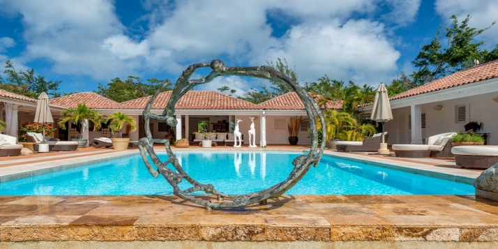 An open and spacious, 4 bedroom villa with swimming pool and breathtaking views of Long Bay and the Caribbean Sea!