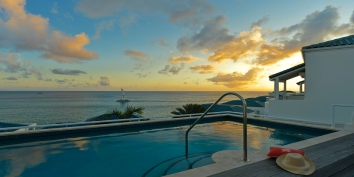 A magnificent, fully air-conditioned, ocean view villa with 3 bedrooms and a roof top swimming pool to take full advantage of the stunning views!