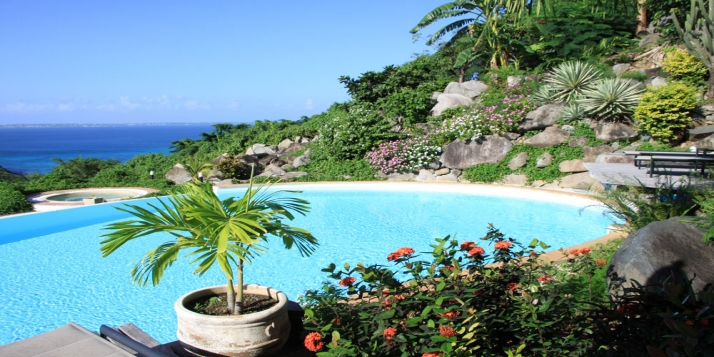 A beautiful 7 bedroom, 7 bathroom villa with jacuzzi, swimming pool and gorgeous views of the Caribbean Sea!
