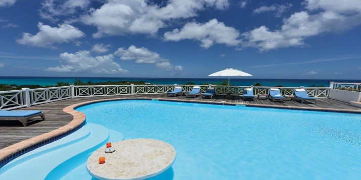 A beautiful 5 bedroom villa with swimming pool, full air conditioning and a seaside gazebo to enjoy the stunning views of the Carribean Sea!