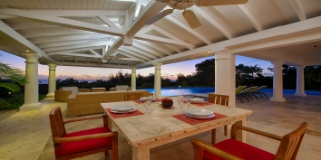 Lune de Miel, Baie Longue, Terres Basses, offers the perfect setting for a romantic Honeymoon.