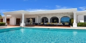 Villa Beaulieu, Long Bay Beach, Terres Basses, St. Martin, French West Indies offers a spacious 50'x20' fresh-water swimming-pool.