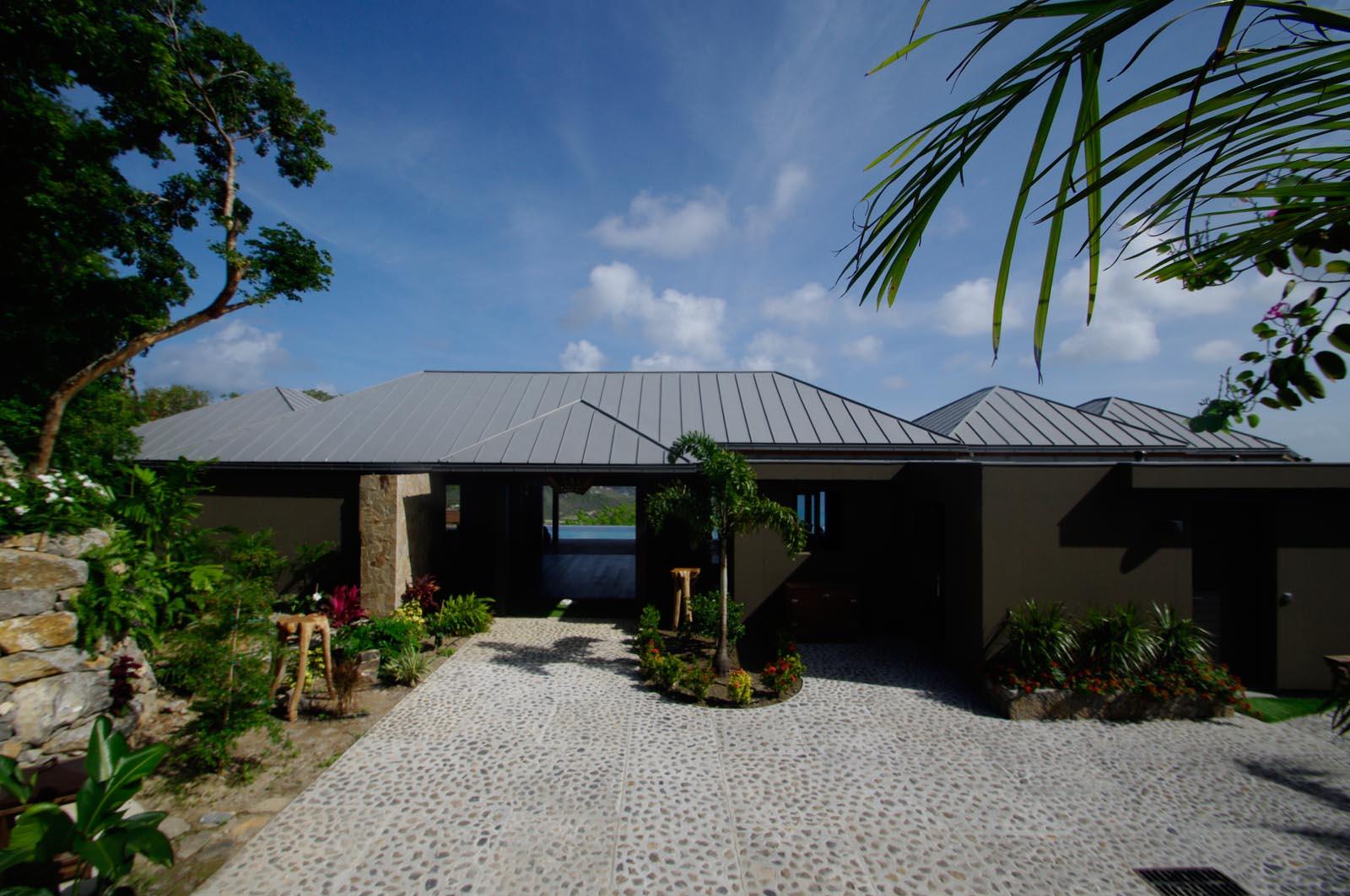 Villa de Moh have sufficient parking space for several cars.