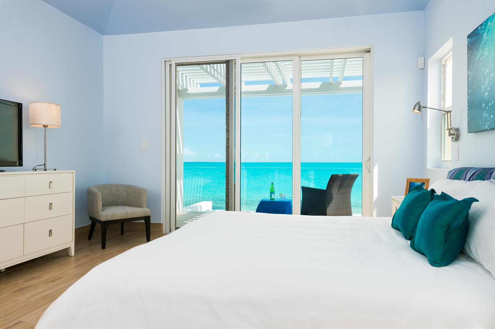 Villa Isla has 5 equal master bedrooms each with stunning ocean views