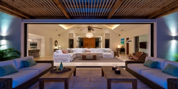 This Turks and Caicos luxury villa rental has spacious and comfortable indoor and outdoor living areas.