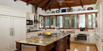This Turks and Caicos vacation villa rental offers a beautifully decorated and fully-equipped kitchen.