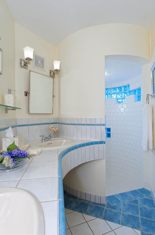 All 5 bedroom suites at Turtle Beach Villa have beautiful ensuite bathrooms.