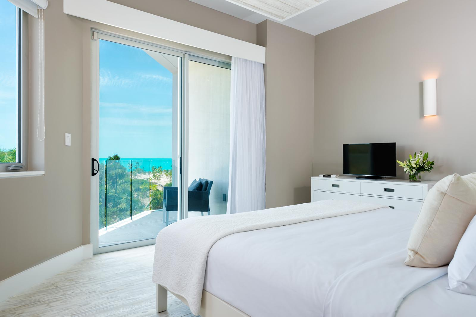 This Turks and Caicos holiday rental villa has a total of 5 beautiful bedrooms.