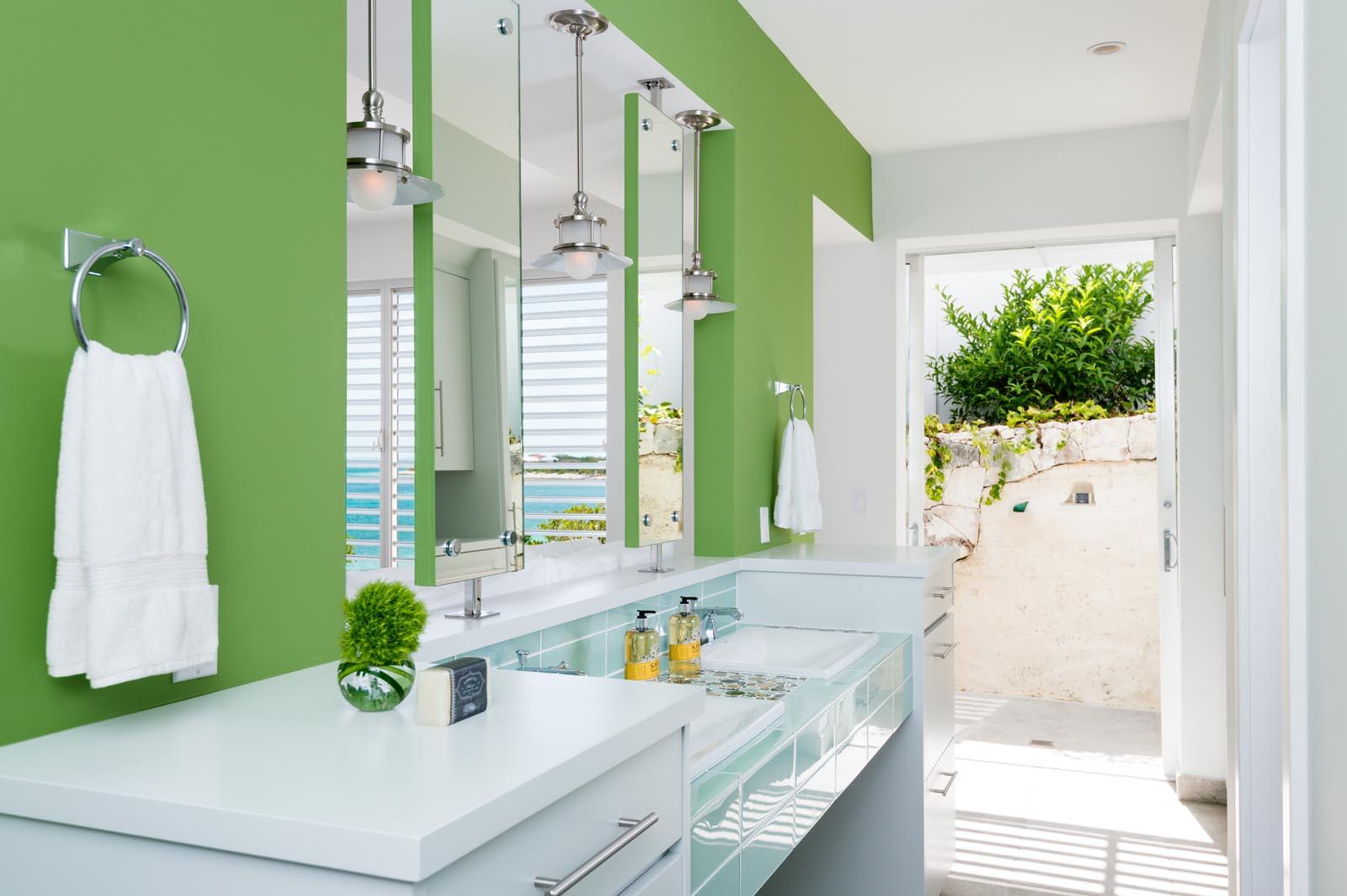Villa Cascade, vacation villa rental offers en-suite bathrooms in all of the 6 bedrooms.