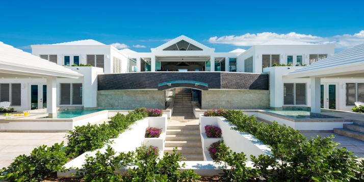 A stunning contemporary villa with magnificent swimming pool, 6 master bedroom suites and incredible ocean views!