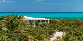 Reef Beach House is a very charming, 4 bedroom, 3 bahtroom beachfront villa, with private swimming pool and stunning views on Grace Bay Beach!